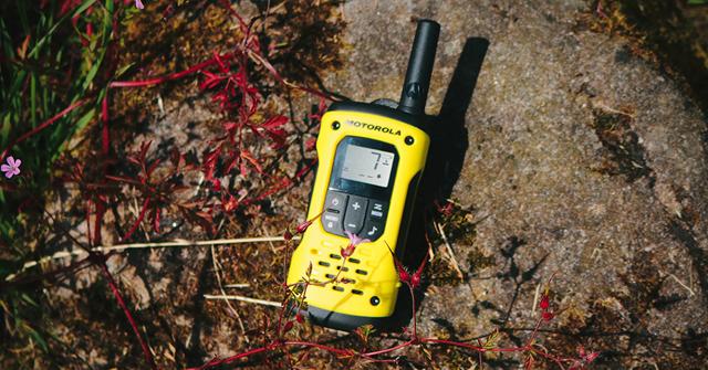 A Motorola walkie talkie-n én mindenkit hallok, de a barátaim engem nem hallanak. Mi lehet az oka ?